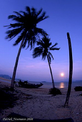 Moonrise over Koh Payam. Taken with Canon 400D+10-17mm Fi... by Patrick Neumann 